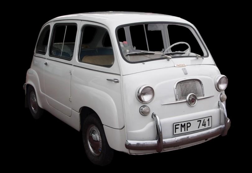 Fiat 600 Multipla hade motorn placerad längst bak. Bilen var vanlig som taxi i Italien.