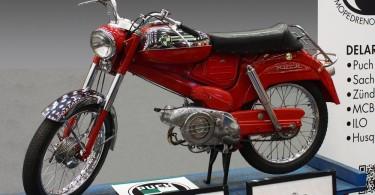 Puch kom med modellen VZ 50 1965. I Sverige fick den heta Dakota.